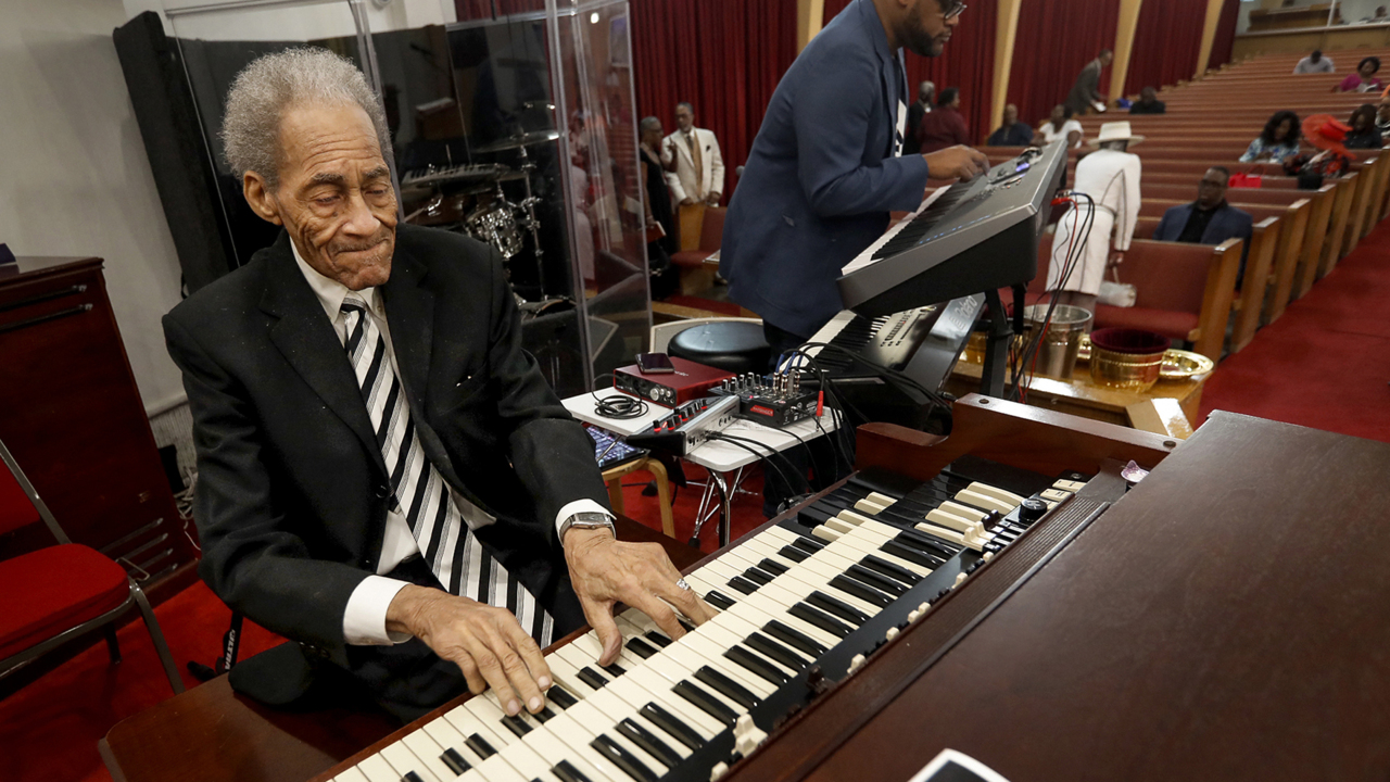 Well-known Texas musician calls piano playing a 'gift
