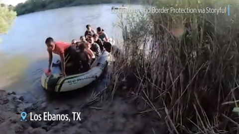 Video shows people smuggler using a dinghy to transport families from Mexico to Texas