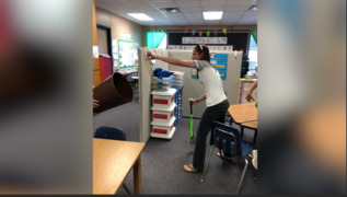 North Texas teacher snags a snake with one hand
