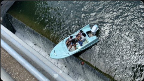 Boat dangles off damn in Texas with four people on board