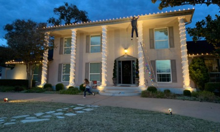Passerby freaks out over prank on 'Christmas Vacation' light display