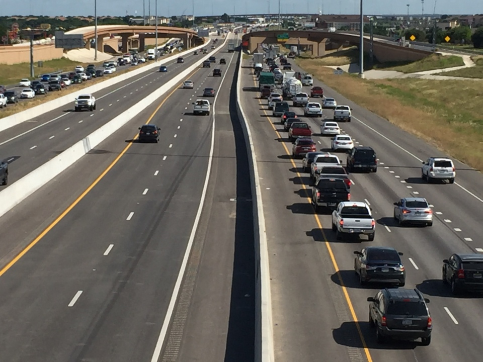 Driving on I-35W this weekend? Watch out for these lane closures