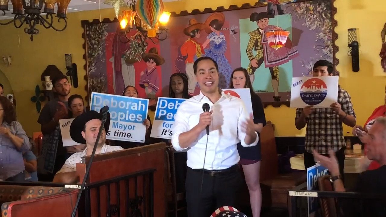 Castro backs Warren after quitting presidential race. What about other ex-candidates?