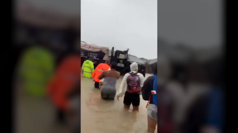 Houston police chief films rescue of residents from floodwater