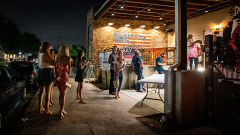 Fort Worth patrons flock back to West 7th bars amid pandemic