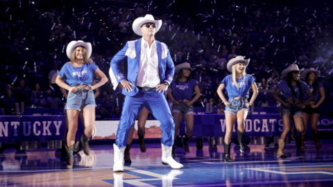 Big Blue Madness: Coach Matthew Mitchell dances to 'Old Town Road'