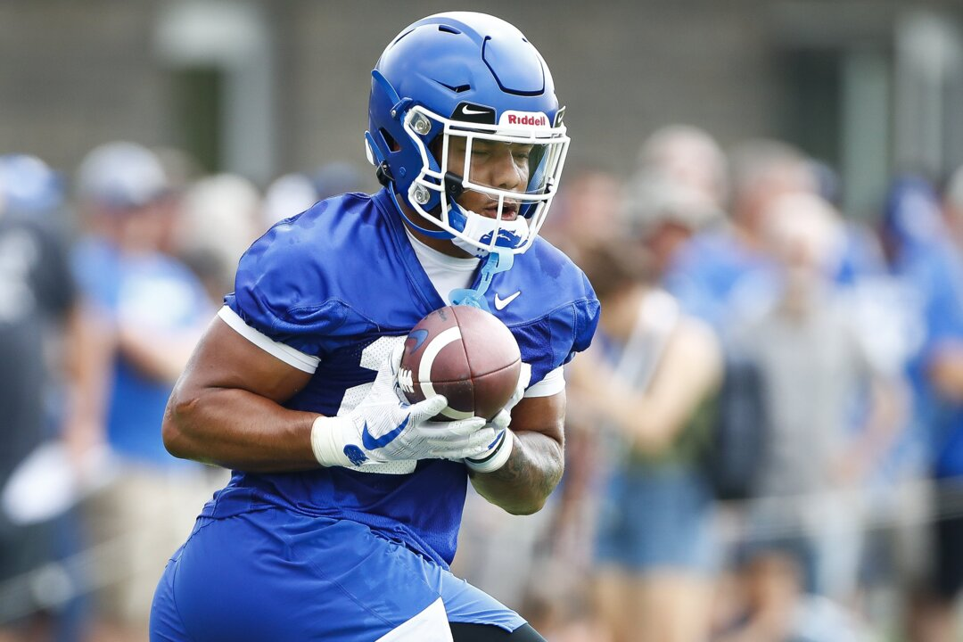 A running back controversy at Kentucky? If anything, the Cats could use bench more.