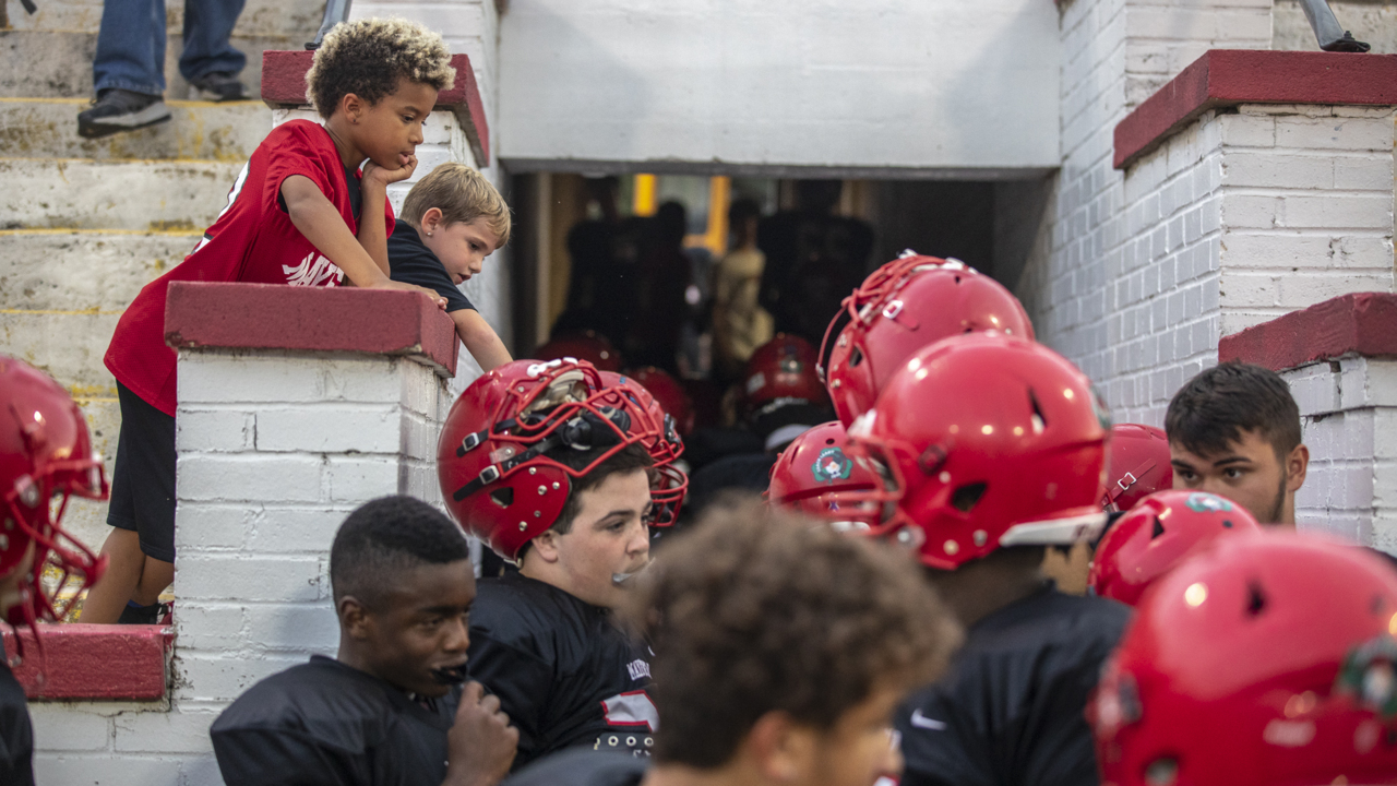 "Friday Night Lens: Mayfield football is the ""thread that ties"" community"