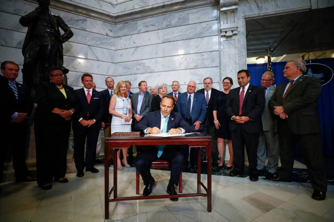 Kentucky's new pension law a 'negative' for state's credit rating, Moody's declares
