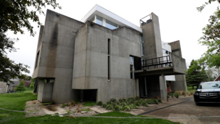Modern-style 3 bedroom house going for auction in late May