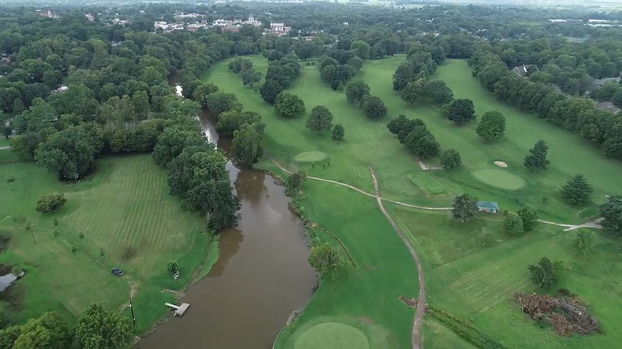 City of Paris gives away $650,000 golf course to group proposing a distillery