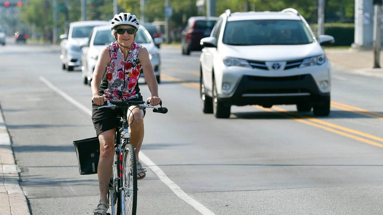 Letters to the Editor: A reminder to drivers from a cyclist. That red light means stop.