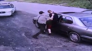 Deputy struggles to stop suspect from fleeing in car