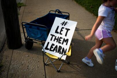 School rally: 'Give the parents a choice' for in-person classes