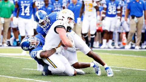 Why did Kentucky struggle to stop the run against Chattanooga?