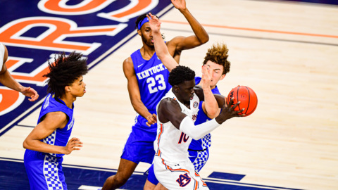 What cost UK basketball the game at Auburn?