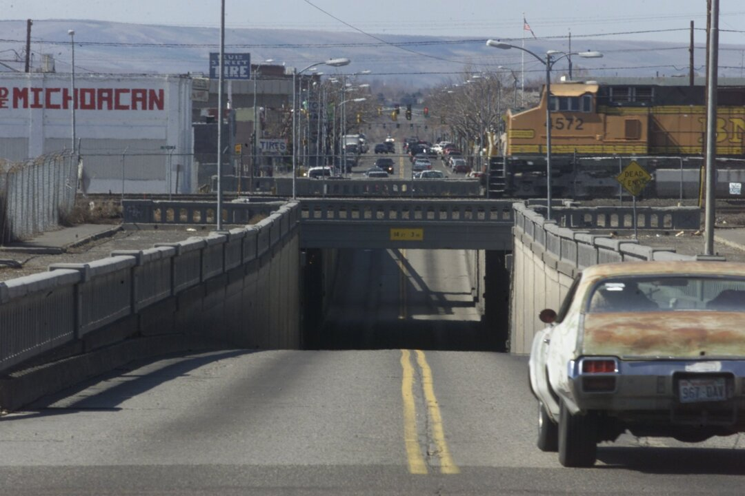 I-976 derailed work on dangerous Pasco tunnel. Can city leaders get it back on track?
