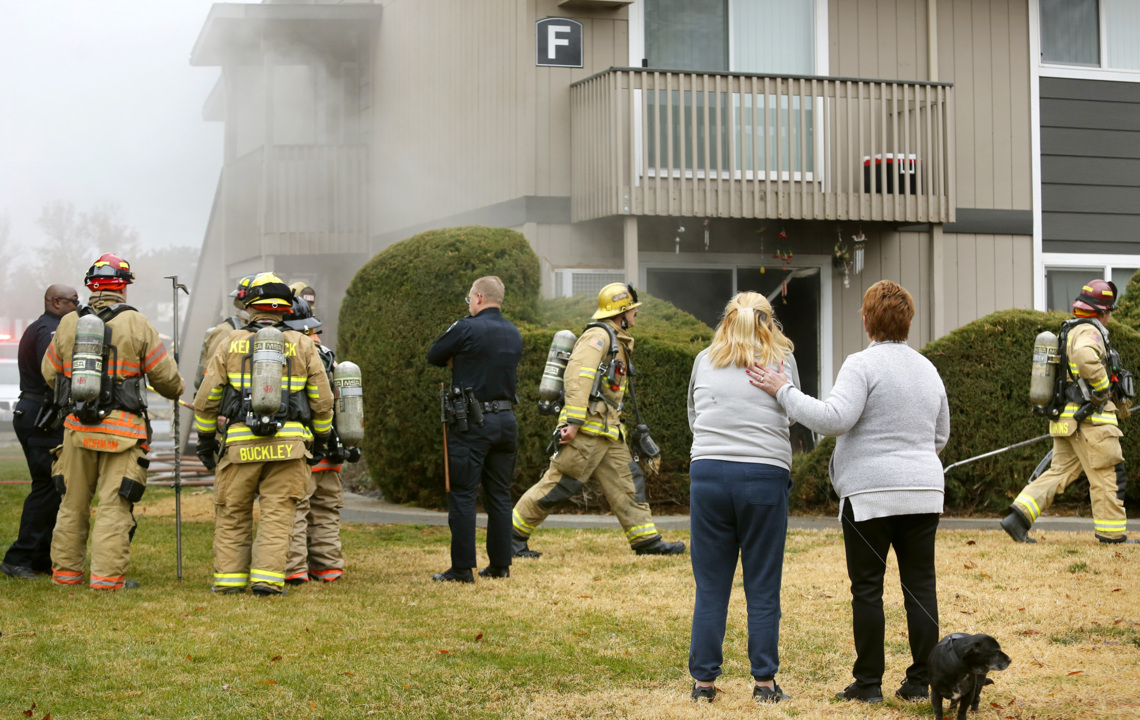 Flames scorch Kennewick apartment