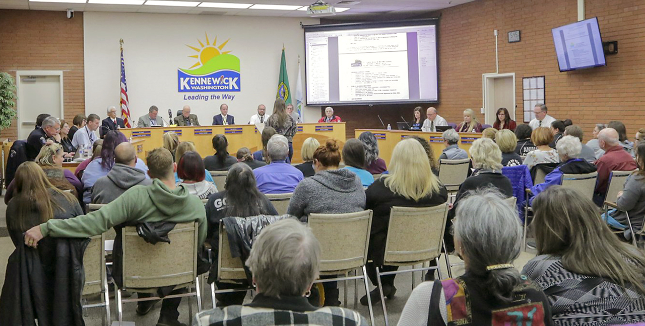 Ethics complaint against Kennewick mayor will go to a public hearing, attorney concludes