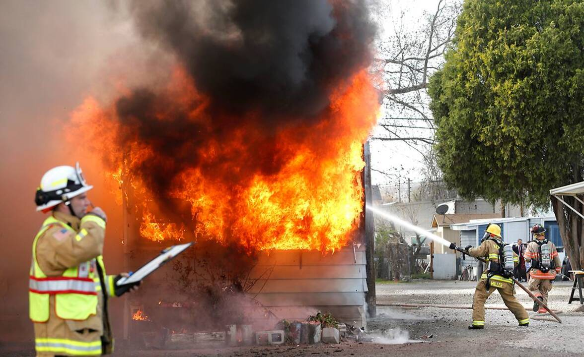 Fire consumes downtown kennewick mobile home tri city herald - Downtown at the gardens movie times ...