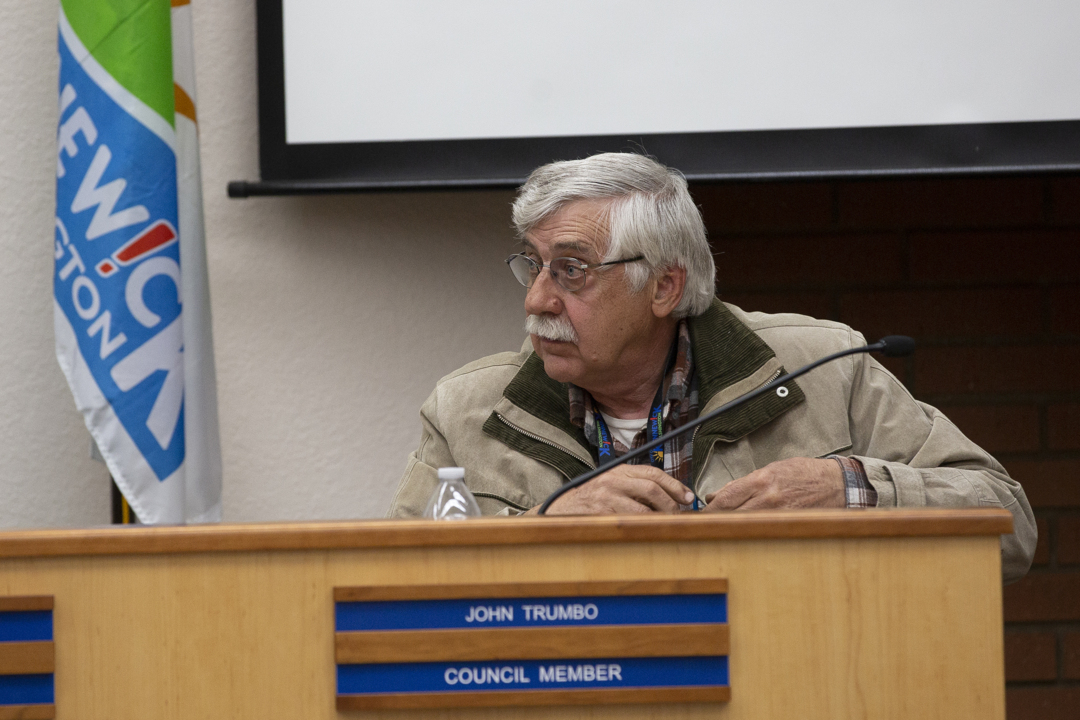 Kennewick council censures John Trumbo for 'misuse of office'