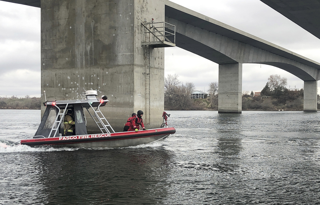 Rescue crews search for person who may have jumped off Pasco