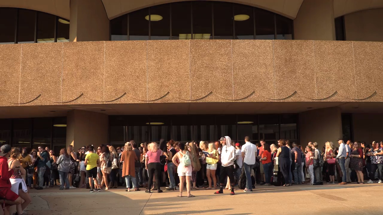 Hundreds line up for Wichita 'Idol' auditions, including local singers, finalist from 'The Voice'