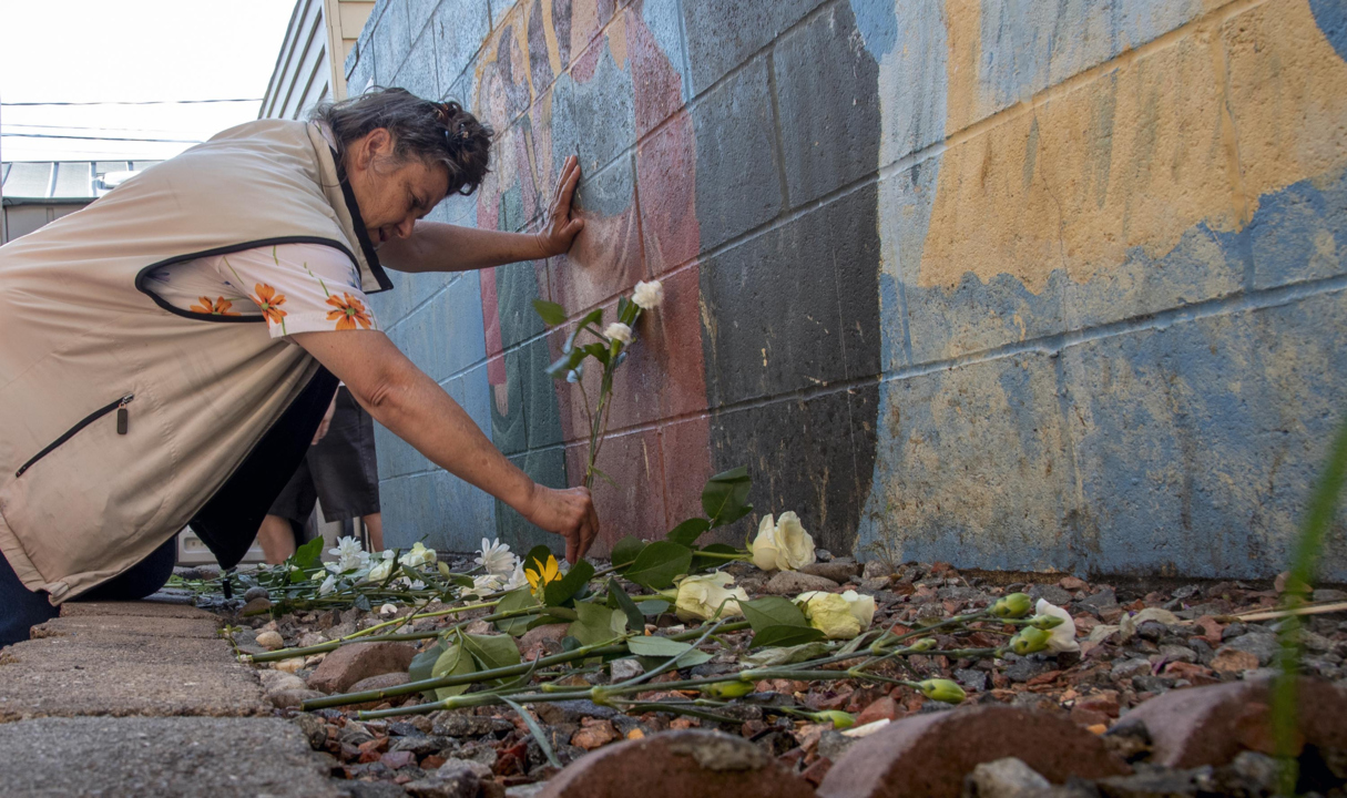 'It's like a close family': At vigil, homeless community mourns deaths of 4 in 1 week
