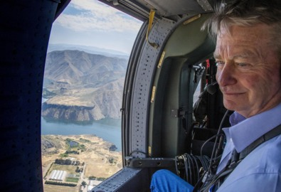 Gov. Brad Little flies over Lucky Fire, warns Idahoans of the coming wildfire season