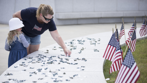 Families use toy soldiers to honor real military heroes at Memorial Day event