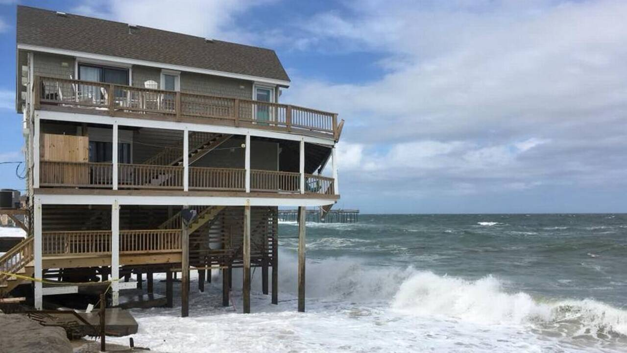 Nc Outer Banks House Falling Into Ocean Because Of Hurricane Chris Raleigh News Observer