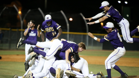 Corinth Holders relaxed, feeling no pressure heading into state championship series