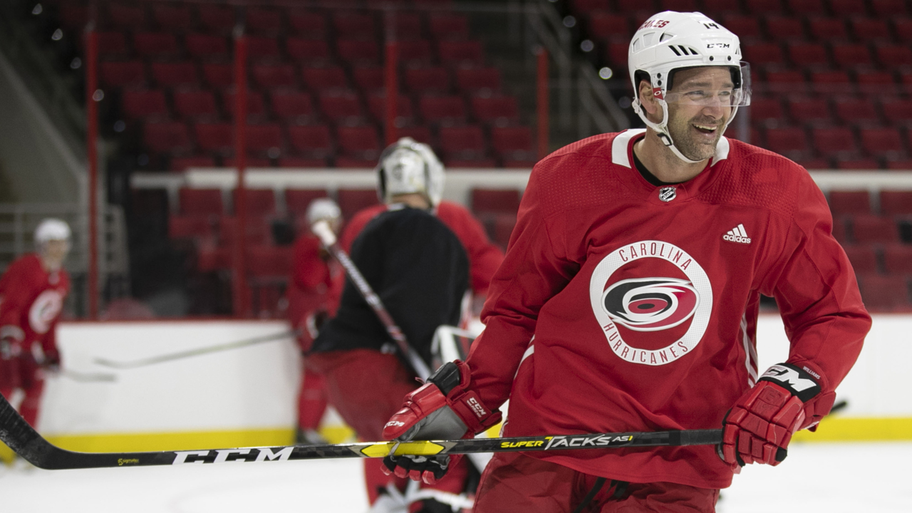After summer of deliberation, Hurricanes pressing Justin Williams for an answer