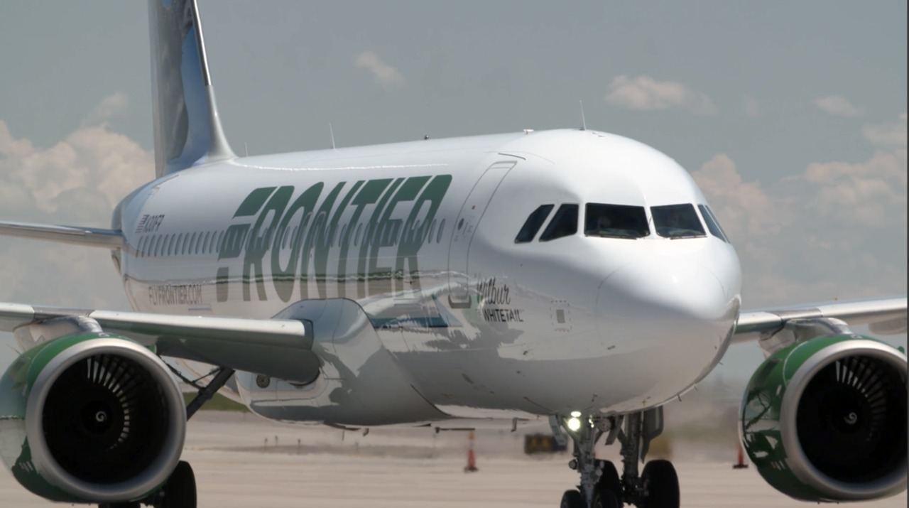 Frontier Airlines wants ground-level, dual-door boarding of