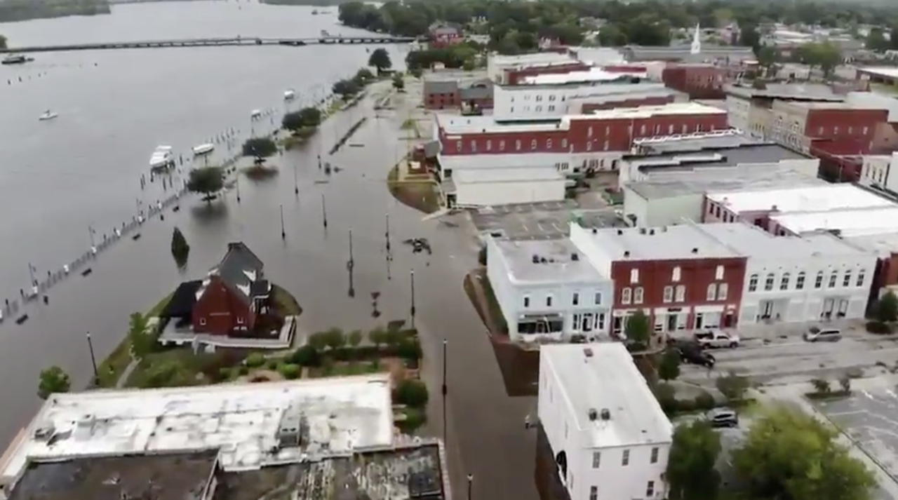 14 dead from Florence, nearly a million without power as storm batters Carolinas