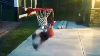 LeVelle Moton's son shows off dunking ability