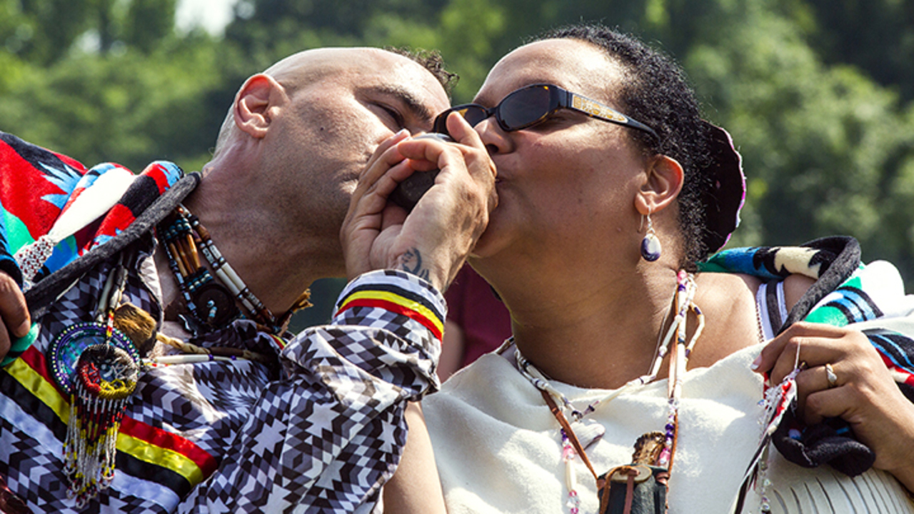 Native American Wedding.Traditional Native American Wedding Ceremony Honors Balance And
