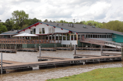 Welcome ashore: New restaurant on Lake Wylie gives taste test before opening soon