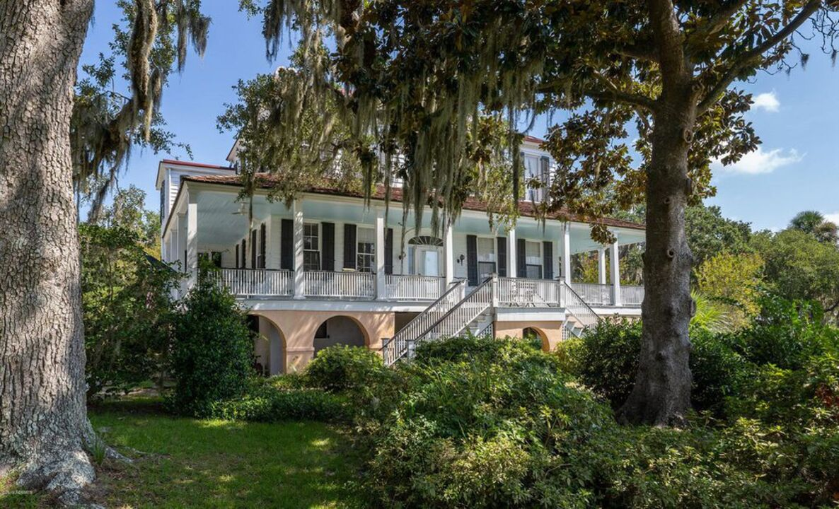 Iconic 200-year-old Beaufort home listed for $2.6 million. Here's what you'd get