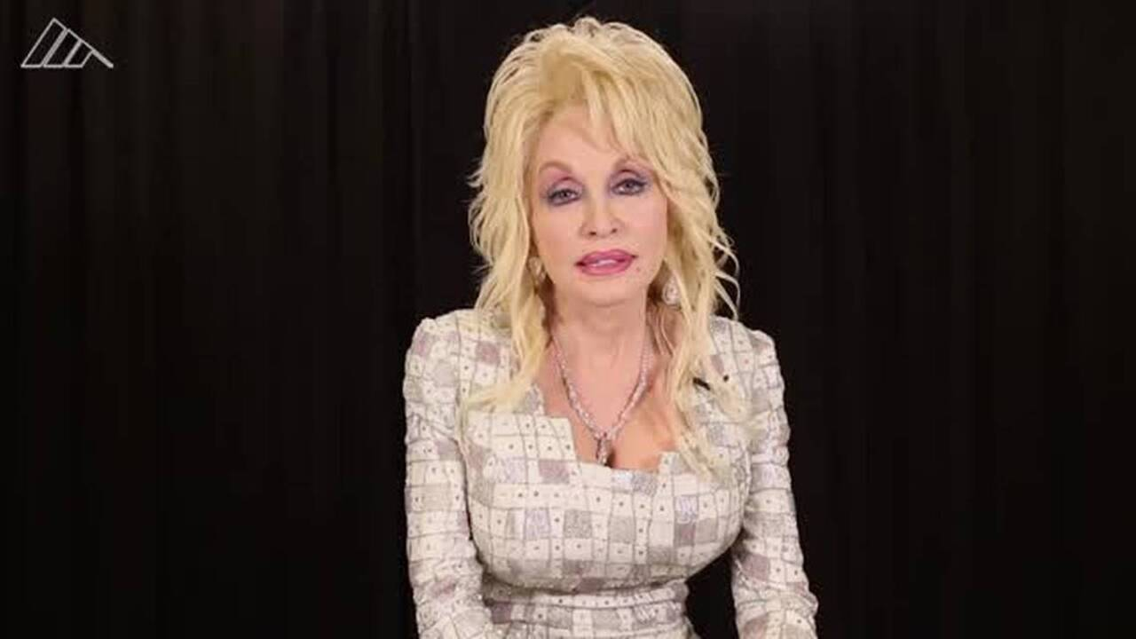 Dolly Parton Changes Dixie Stampede S Name To Avoid