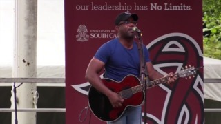 Darius Rucker rocks the USC Horseshoe