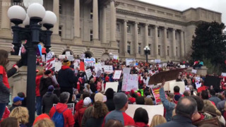 Kentucky teachers march to state Capitol