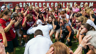 Gamecock fans get pumped up for football season at Muschamp Ladies' Clinic