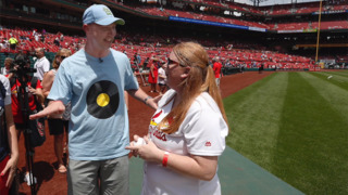 Kidney recipient meets donor from Belleville at Cardinals game