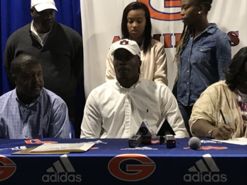 Gulfport's Derick Hall signs with Auburn