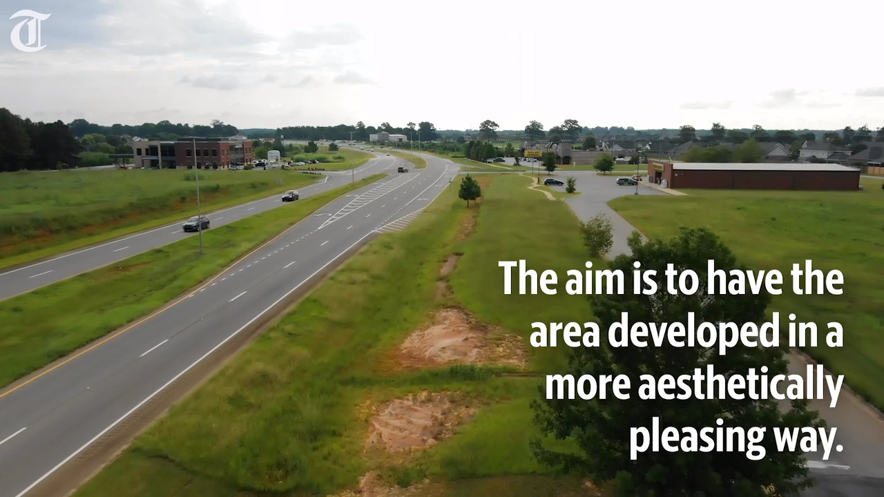 Should Council get to decide what a stretch of Russell Parkway looks like? It could happen