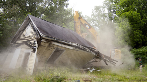 Watch as county demolishes blighted house in Macon