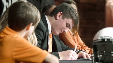 Mary Persons offensive lineman Colton Dingmore signs to play for Mercer