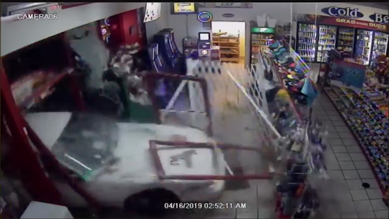 Attempted robbers crash two cars into Stockton, Georgia convenience