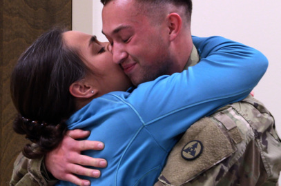 Soldier returns from deployment, surprises his mom in her physics class